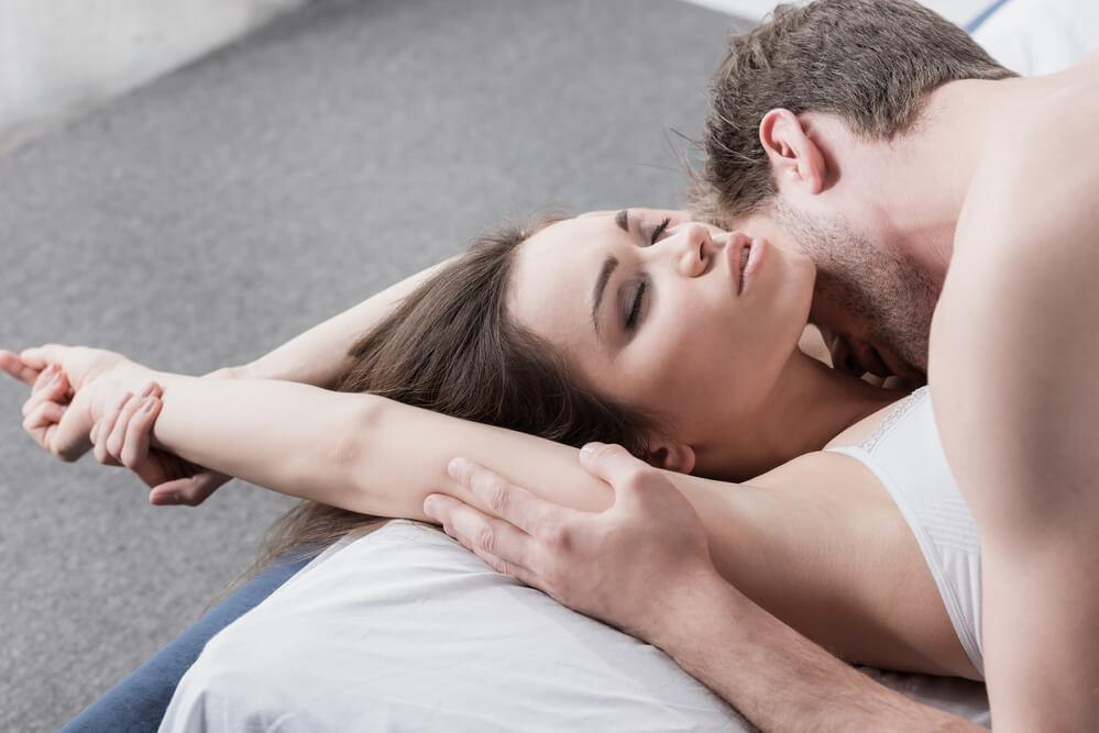 «люфт удовольствия». почему женщины испытывают оргазм реже мужчин ичто сэтим делать — нож