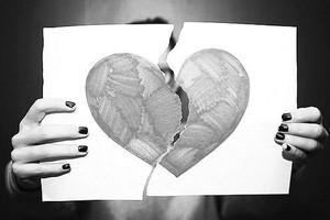 Филофобия и гамофобия: почему человек боится отношений, замужества и любви