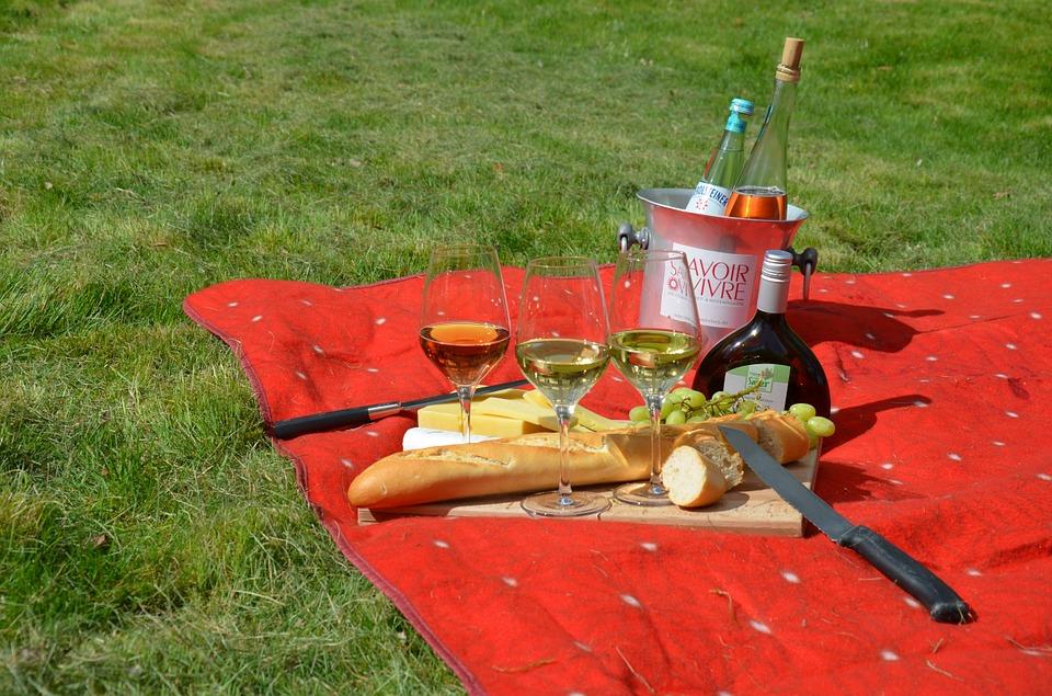 В городе и на природе: как устроить летний пикник без усилий