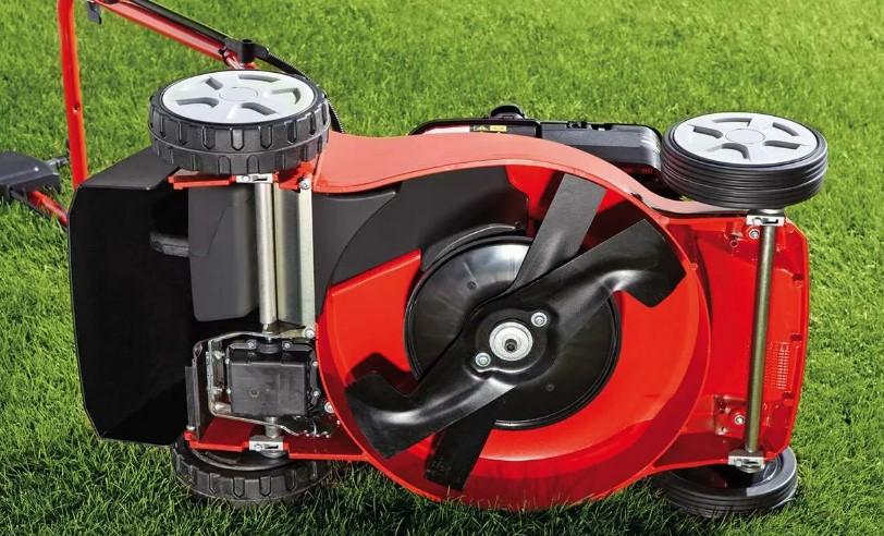 Электрические и бензиновые газонокосилки с мульчированием и их характеристики: излагаем по пунктам
