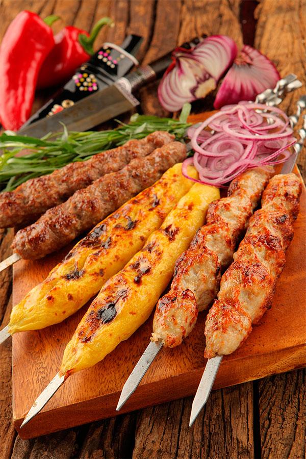 Как приготовить любимое блюдо в домашних условиях: рецепт люля кебаб на шампурах