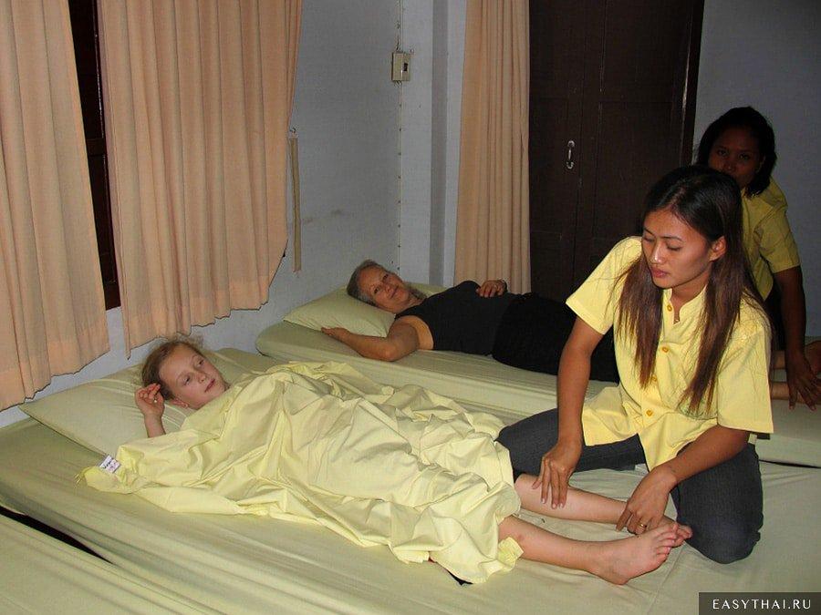 Тайский массаж: что это такое, техники, виды, польза и противопоказания