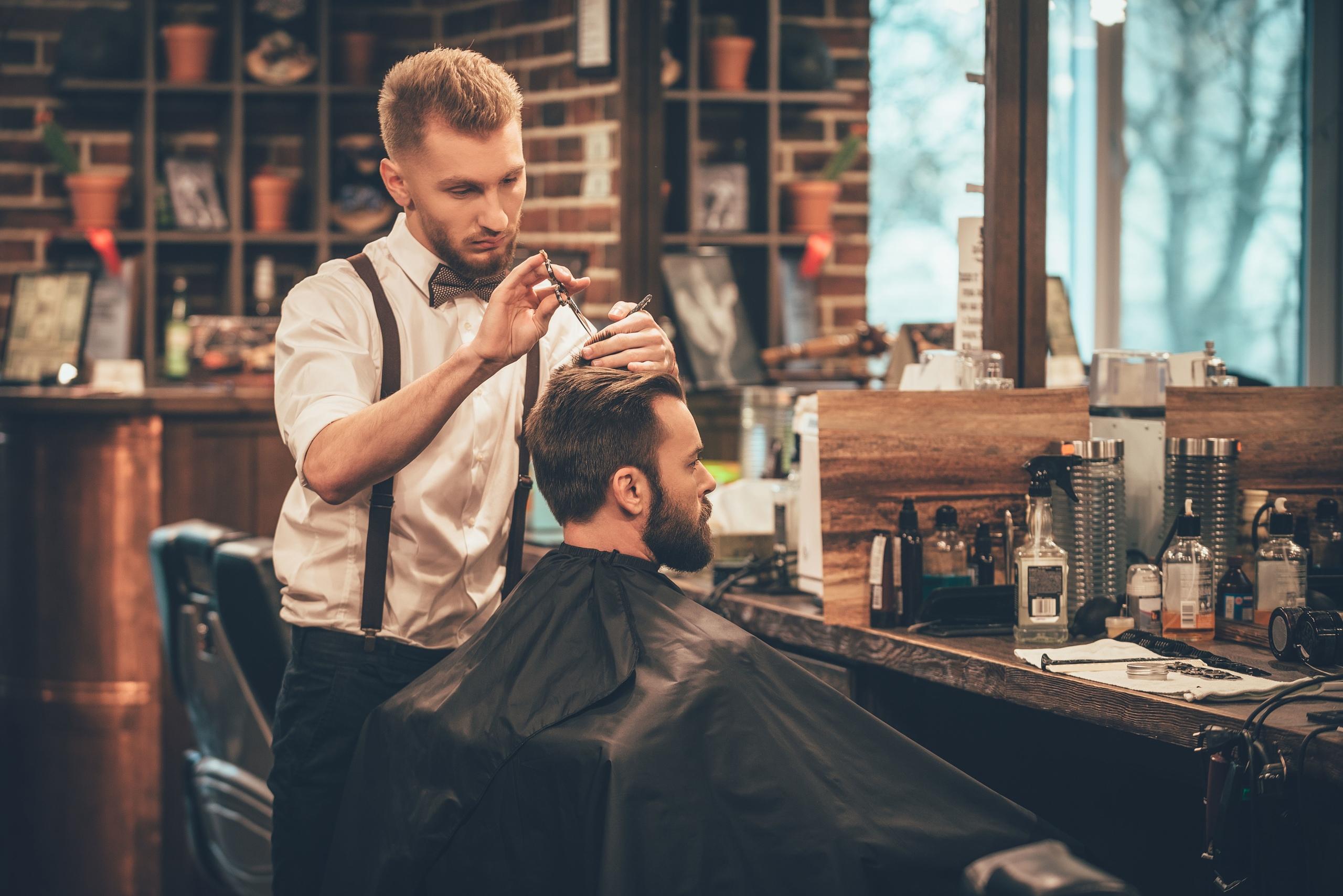 Barber's pole: история появления и что он значит
