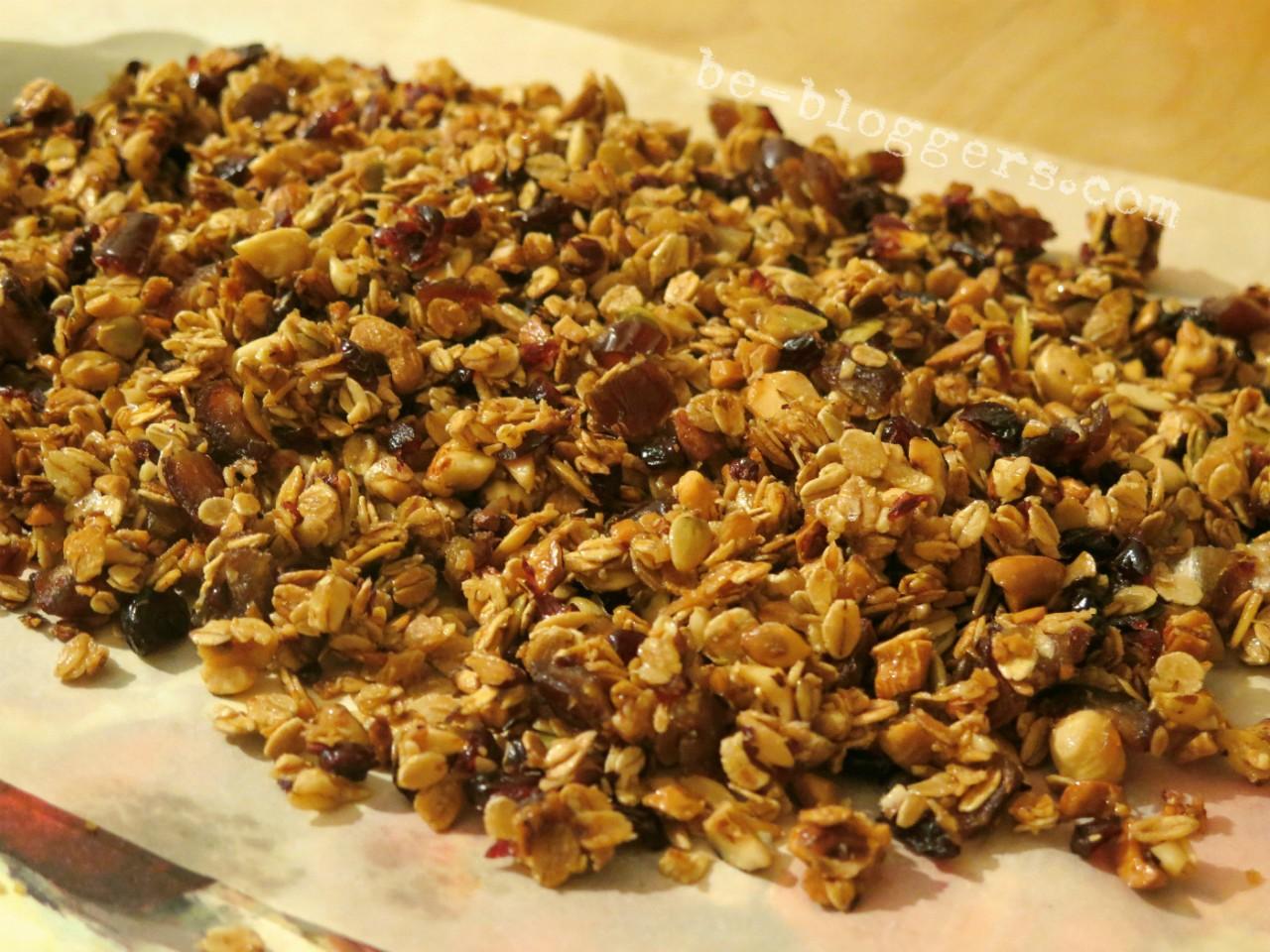 Гранола — что это такое, полезные свойства и как готовить в домашних условиях по рецептам с фото