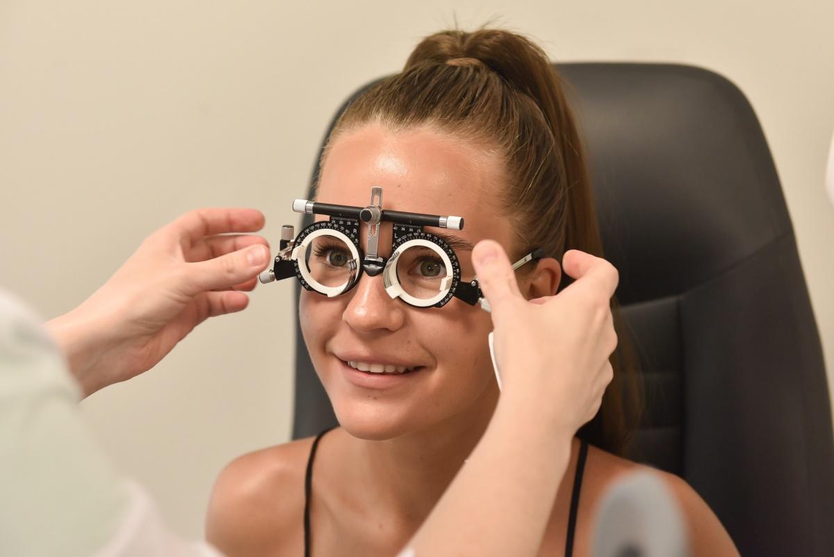 Разница в диоптриях очки и линзы. вертексная поправка – вертексное расстояние