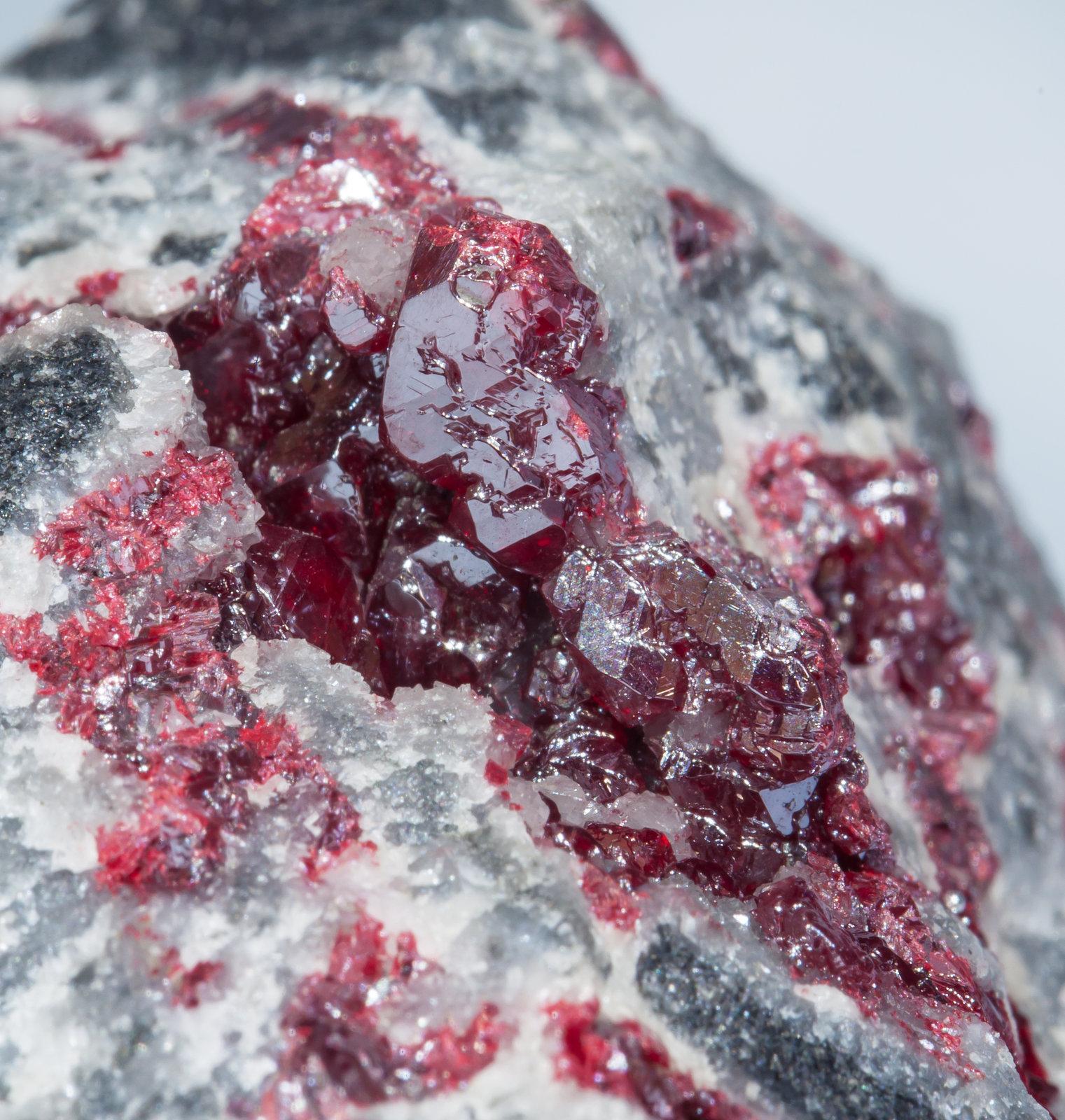 Киноварь: цвет минерала, формула химическая, фото, применение, происхождение