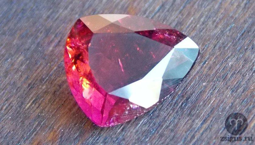 Турмалин: описание, фото и магические свойства камня, кому из знаков зодиака подходит