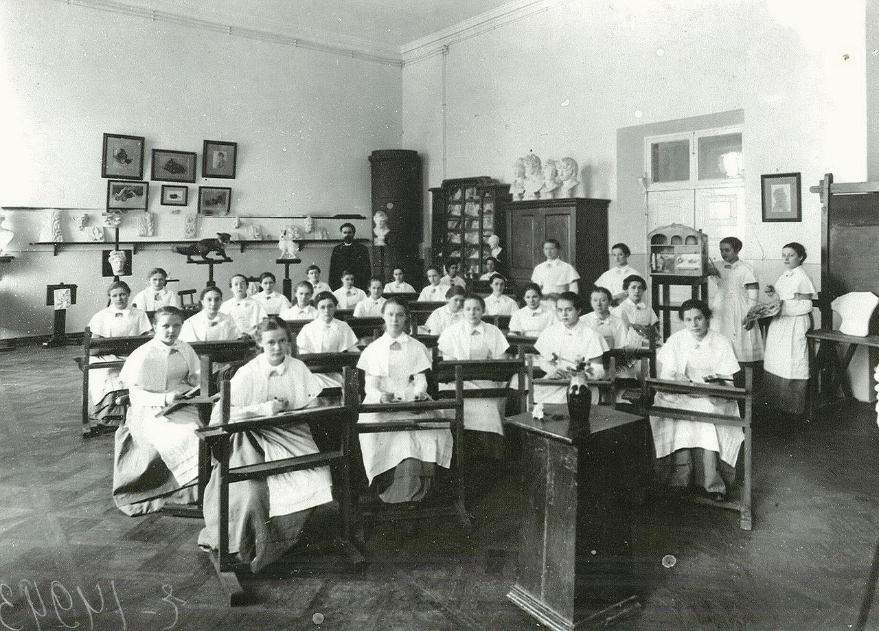 Когда женщины в россии начали получать образование? — люди роста