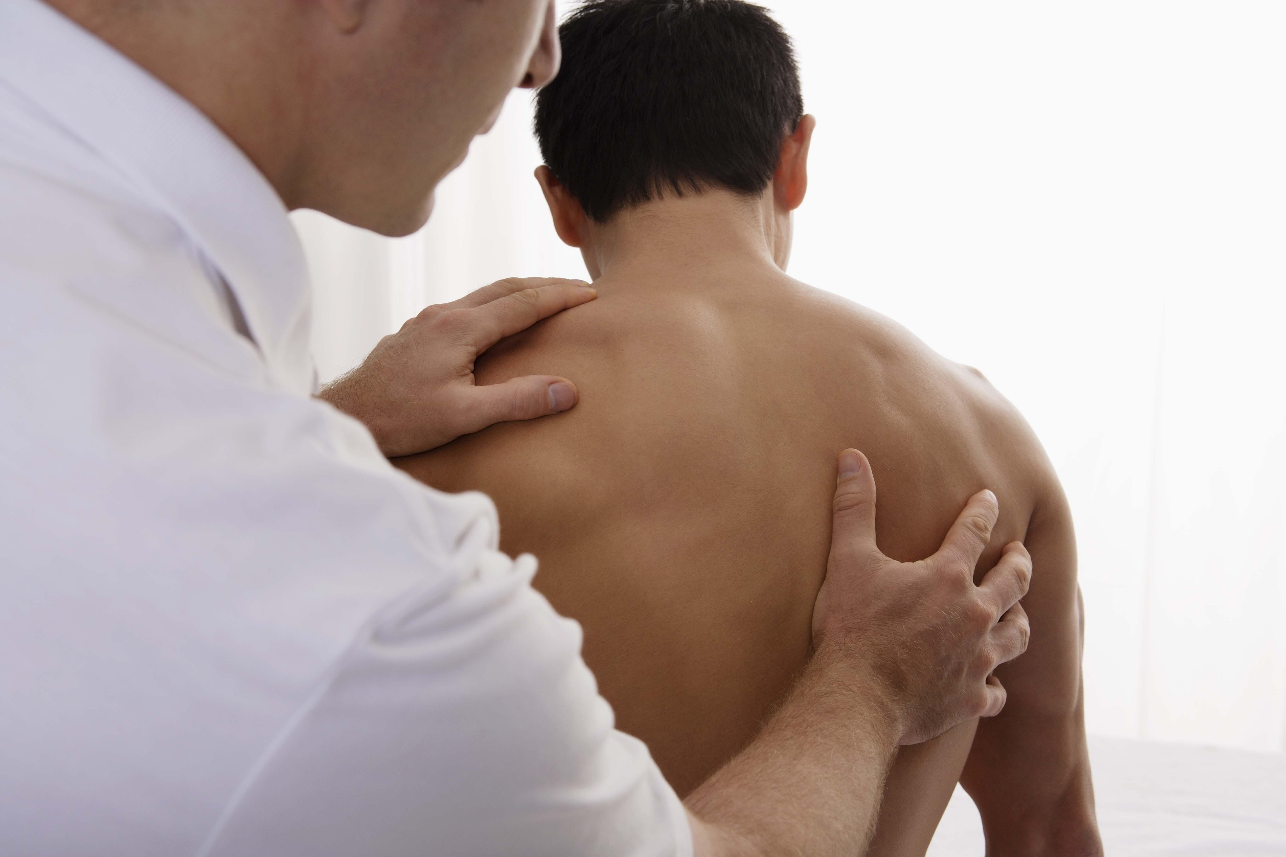 Остеопатия простыми словами: что это такое, что лечит