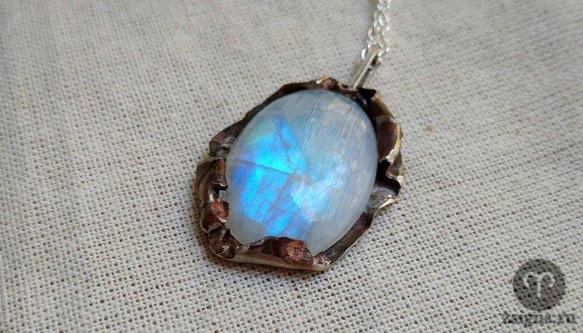 Перламутр — необычный переливчатый камень