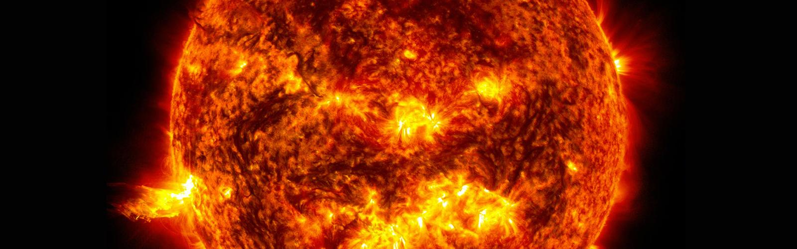 Что такое солнце (звезда или планета), каково его строение и диаметр, сколько ему лет, где и почему оно восходит (встает)