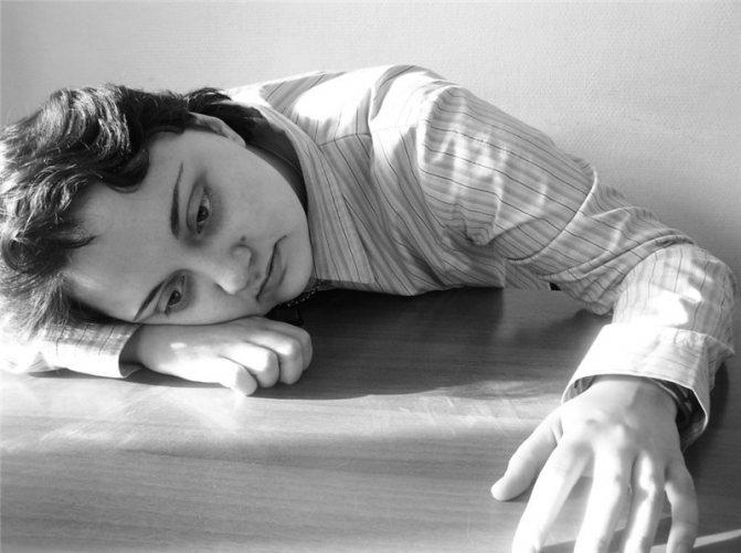 Апатичное состояние в психологии: какой это человек, причины болезни, как лечить