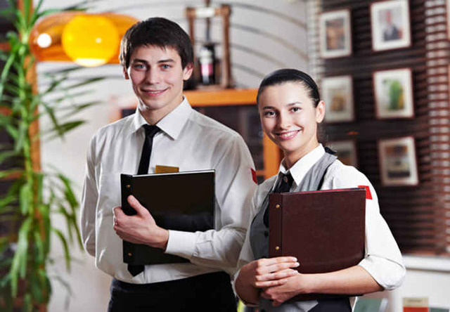 Хостес: что это за профессия, чем он занимается, кто такой в ресторане и салоне — обязанности и карьерный рост — profylady