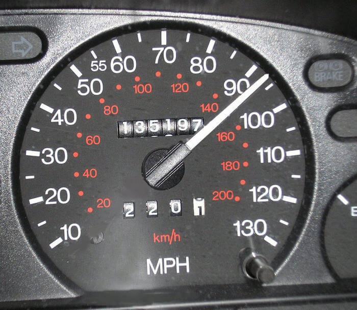 Что такое одометр и спидометр, чем отличаются приборы и какие показания автомобиля отображают