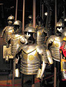 Кирасир русский и французский, холодное оружие: клинок и тяжелая шпага, короткие мундиры и вооружение, как использовали пистоли в бою