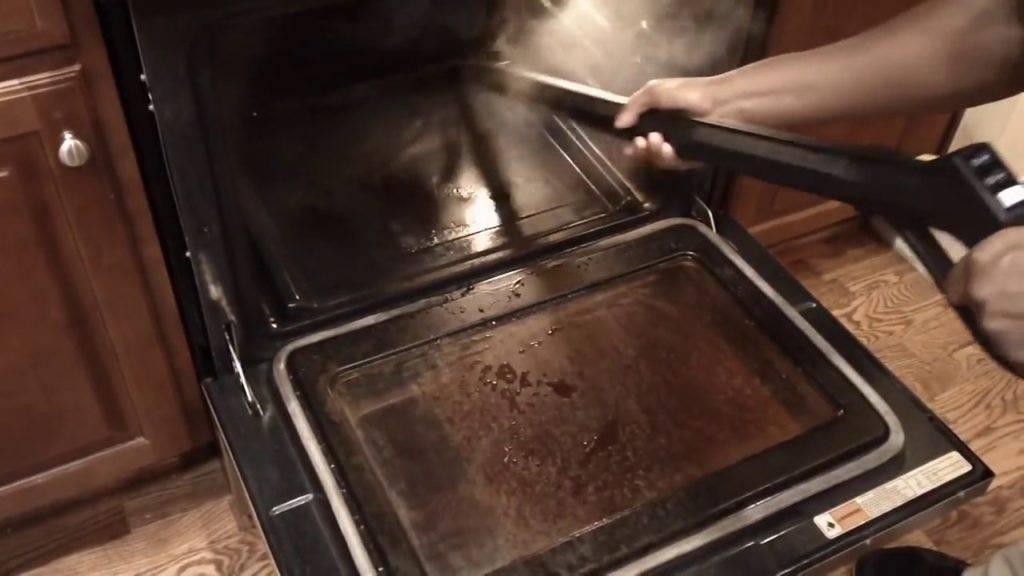 Пиролитический способ очистки духовки – что это?