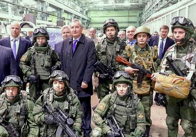Экипировка ратник, российское боевое обмундирование 3-го поколения, комплектация: рюкзак-ранец, бронежилет, шлем и военное снаряжение