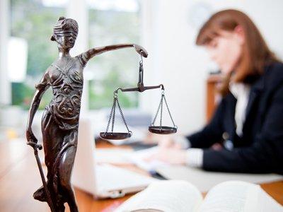 Профессия юрист: где учиться, зарплата, плюсы и минусы