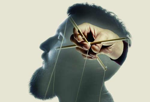 Виды манипулирования людьми: определение и понятие действий, какие формы принимает