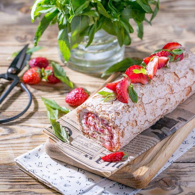 Меренговый рулет с ягодным конфи