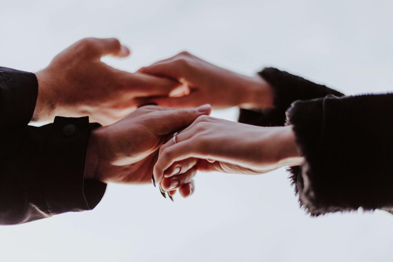 Ревность в отношениях: психология, что это такое, почему мужчина ревнует женщину, причины женской и мужской подозрительности, советы и мнение психолога