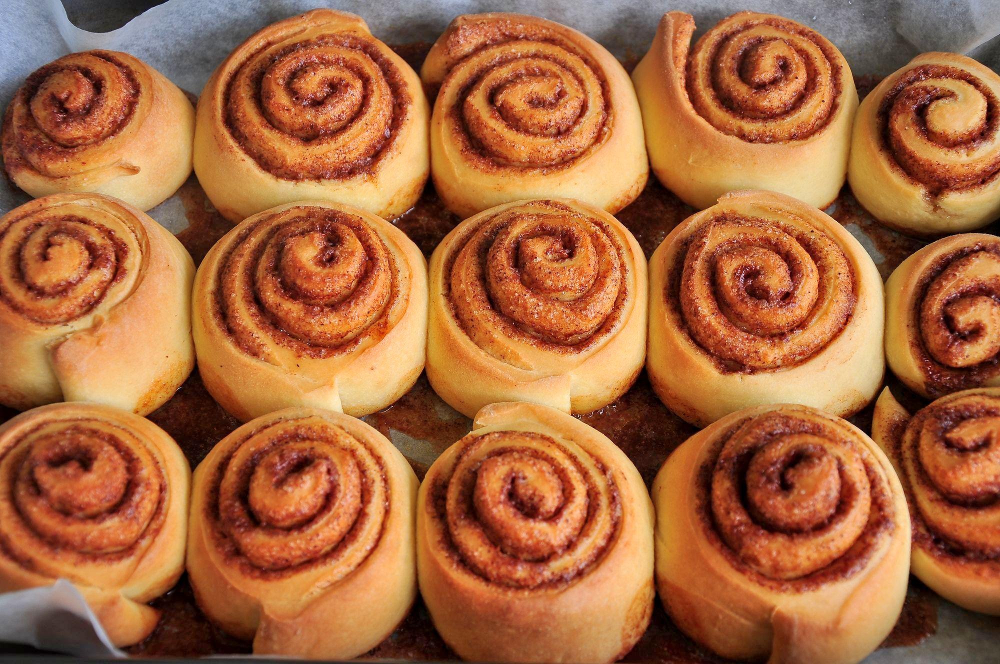 Булочки «синнабон»: когда и где появились впервые? как готовить булочки «синнабон» с корицей, с яблоками и корицей?