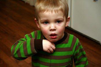 Причины, симптомы и лечение сильного кашля