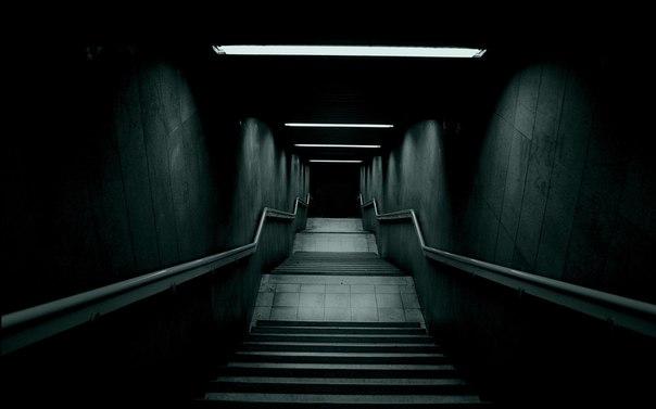 Невысовывай ногу из-под одеяла: почему мыбоимся темноты