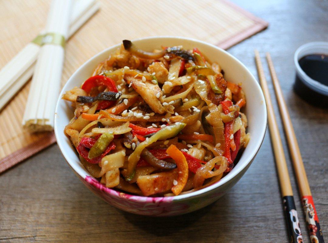 """Лапша """"удон"""" с тофу и овощами – кулинарный рецепт"""