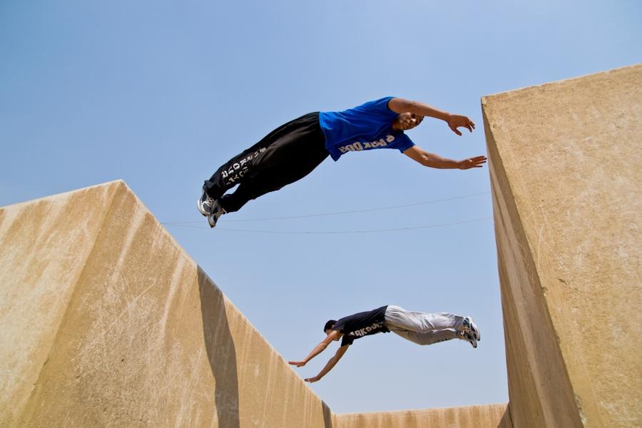 Паркур для начинающих: как перелезть стену, забор, перепрыгнуть крышу