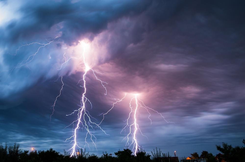 Гроза, гром, молния: описание явлений, как возникают, разновидности