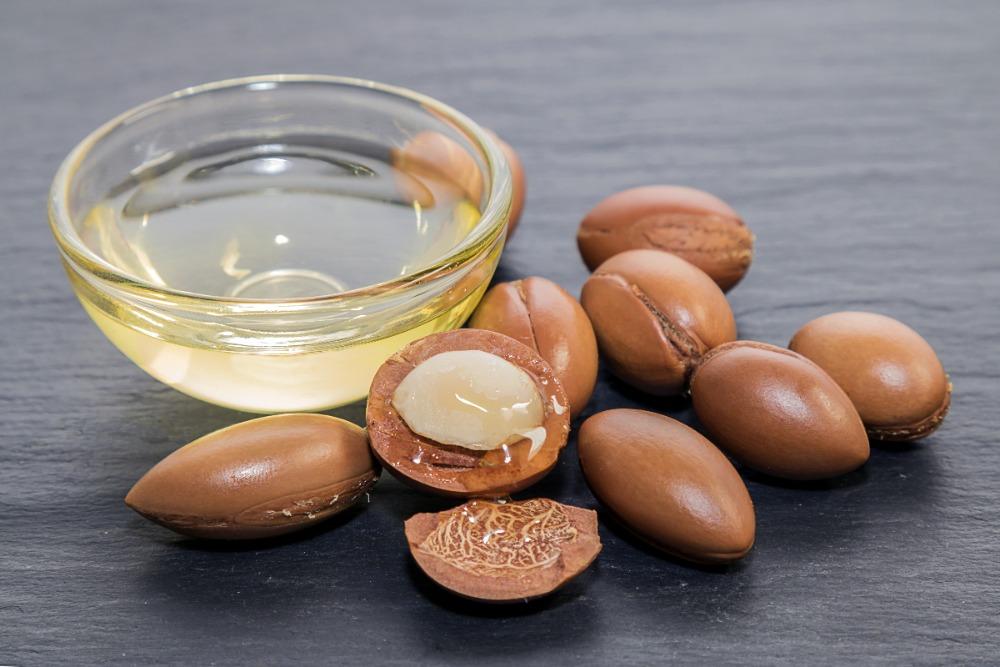 Масло жожоба: что это такое, как применять для кожи и волос, полезные свойства