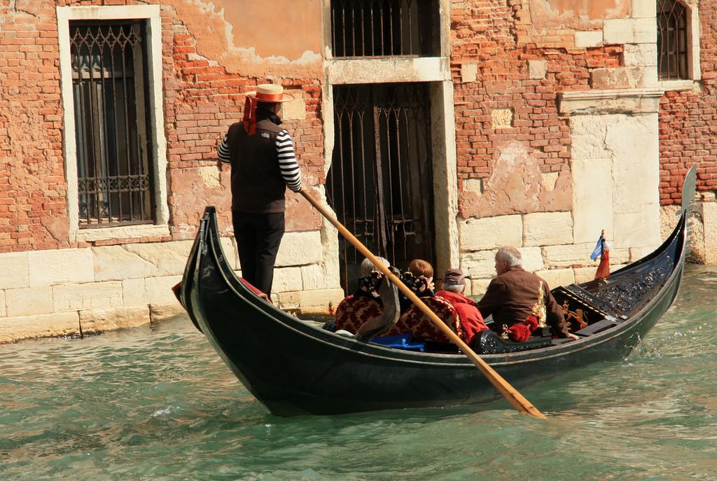Гондольеры - это кто такие? венецианские гондольеры