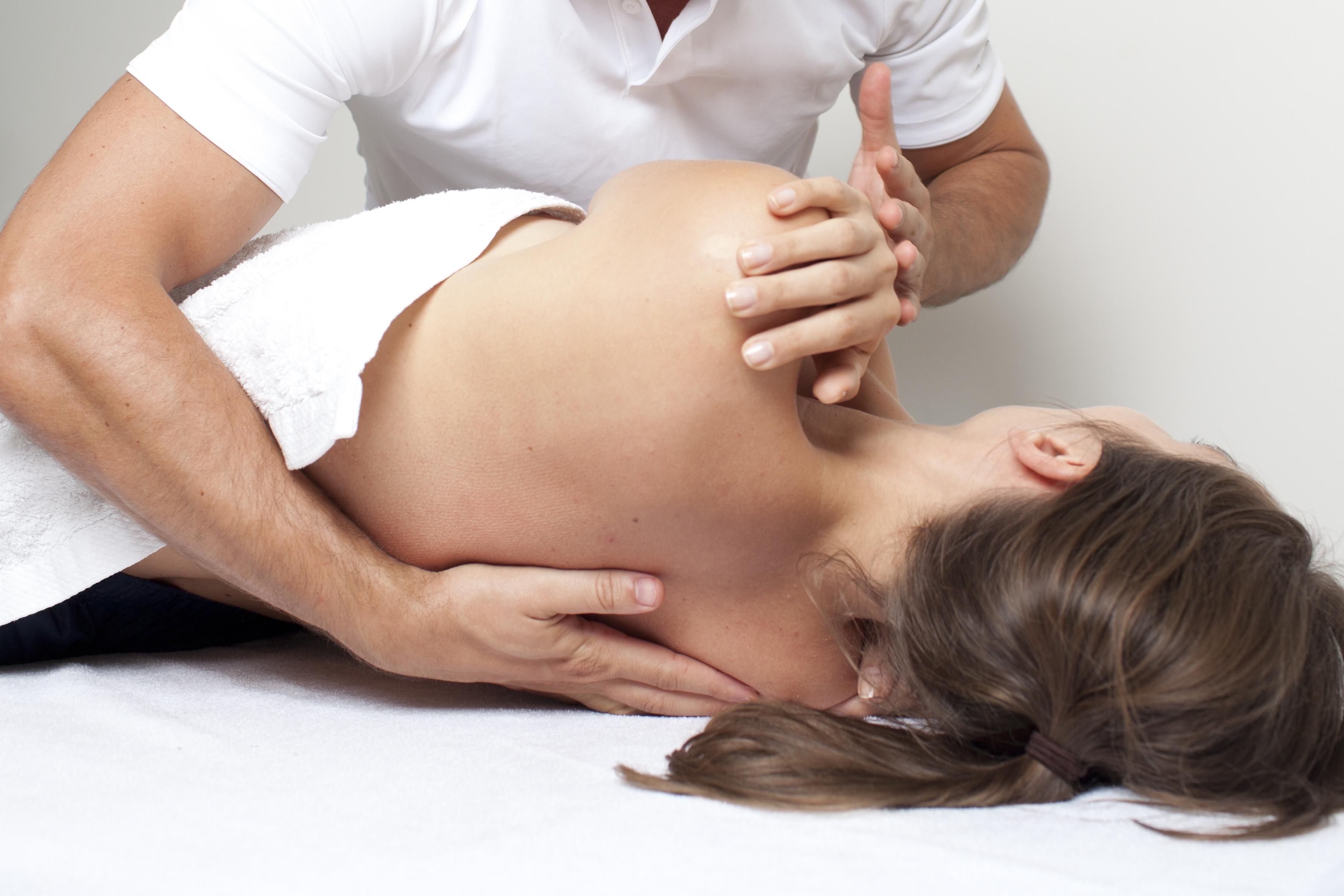 Кто такой остеопат и что он делает, показания к лечению позвоночника остеопатией