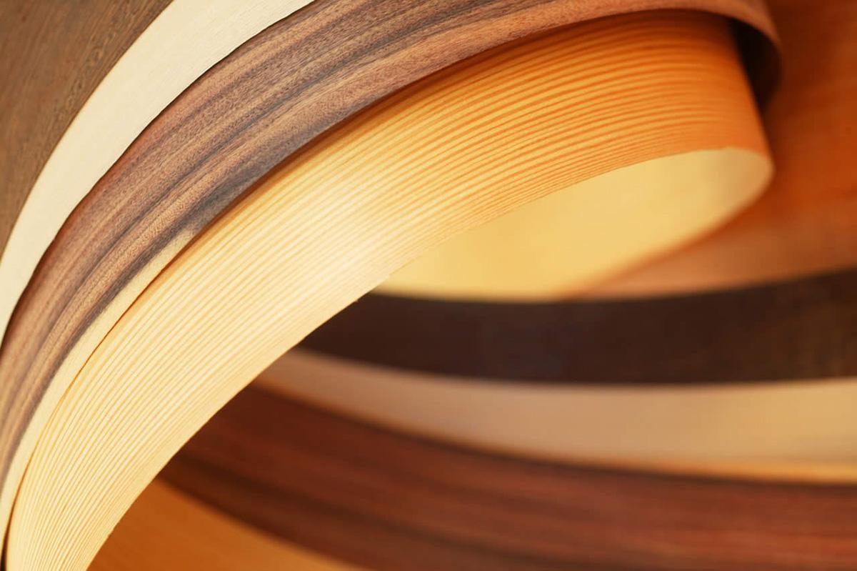 Натуральный шпон: что это такое? пиленый и строганный, срок эксплуатации шпона из красного дерева и дуба, из ольхи и других материалов