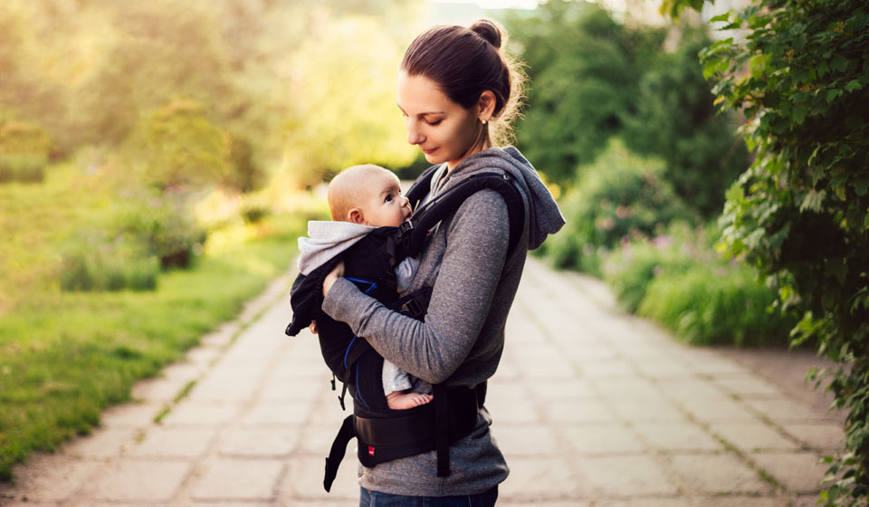 Правильно выбираем слинг для новорожденного