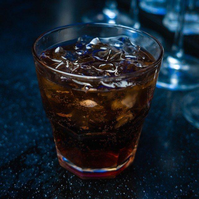 """Алкогольные коктейли со """"швепсом"""": рецепты с фото"""