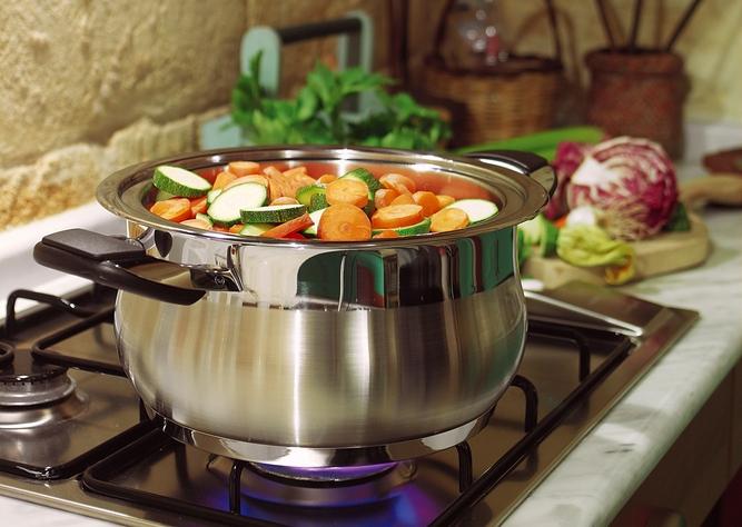 Для чего нужен сотейник, что это за посуда, как выбрать и что готовить
