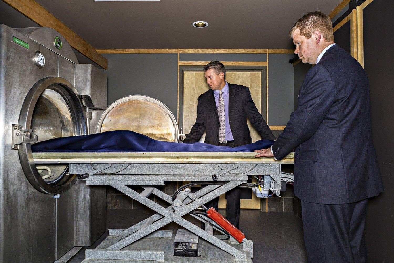 Как кремируют людей в крематории: что это такое, описание процесса сжигания тела