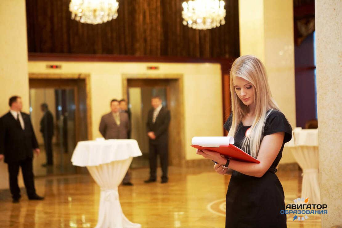 Хостес ресторана: что входит в обязанности и что это за профессия? должностная инструкция для резюме. как одеваются?