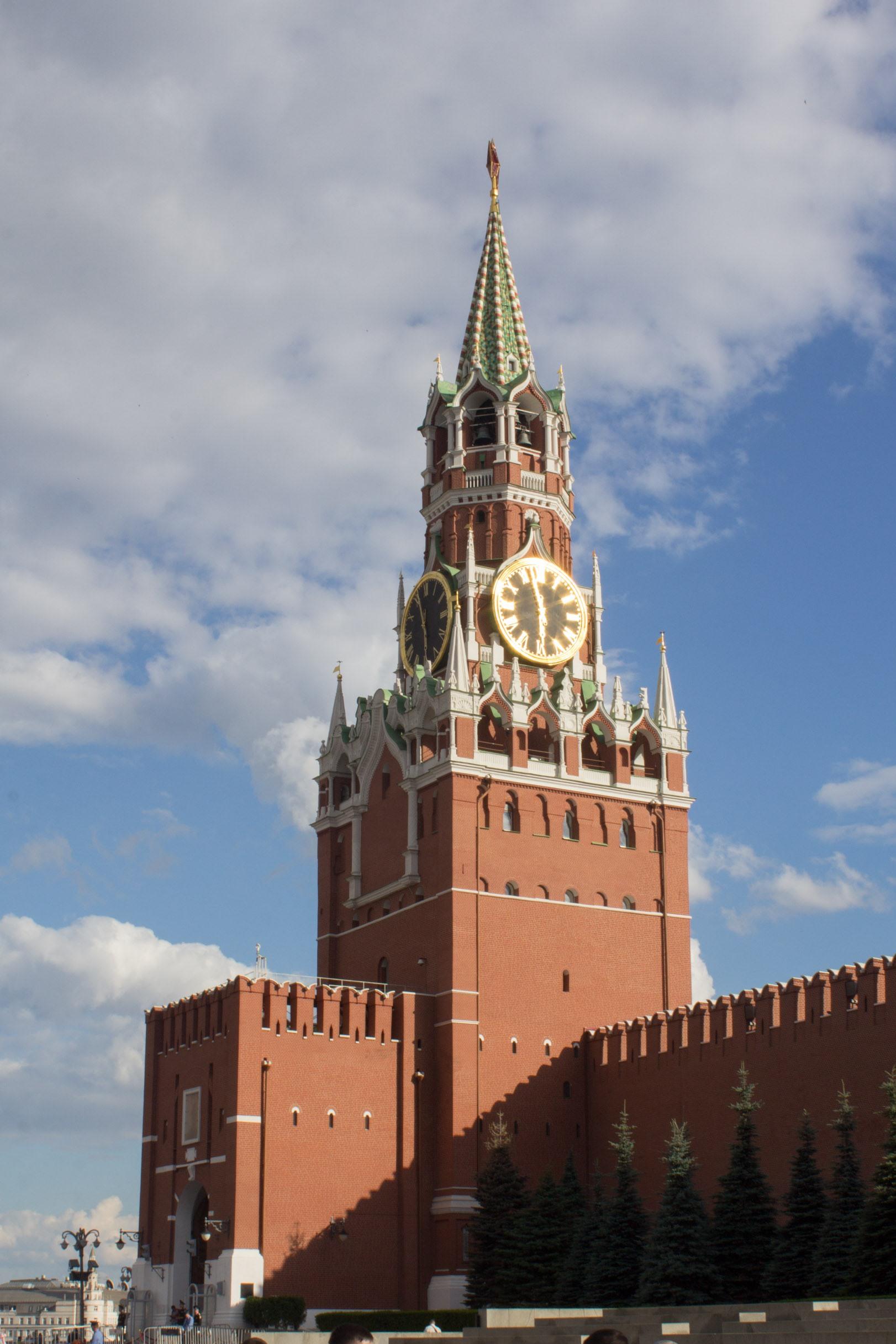 """Кремль - это городская постройка. значение слова """"кремль"""""""