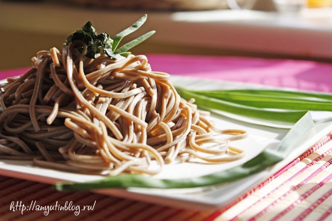 Лапша соба (soba) - что это такое, гречневая, цена, с курицей и овощами в соуче терияки, рецепты, состав, калорийность, как варить, можно ли при диете, японская, со свининой, как готовить, с говядиной