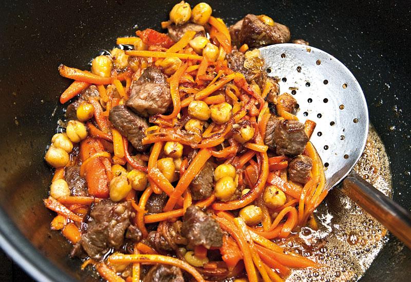 Зирвак для плова: выясняем что это такое и готовим по рецепту из нужных частей мяса, правильно режем морковь и лук для плова
