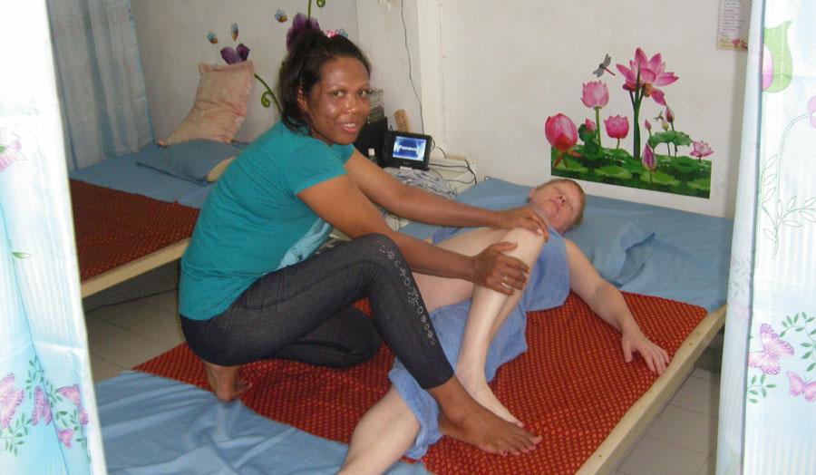 Тайский массаж: особенности, виды, противопоказания и эффект