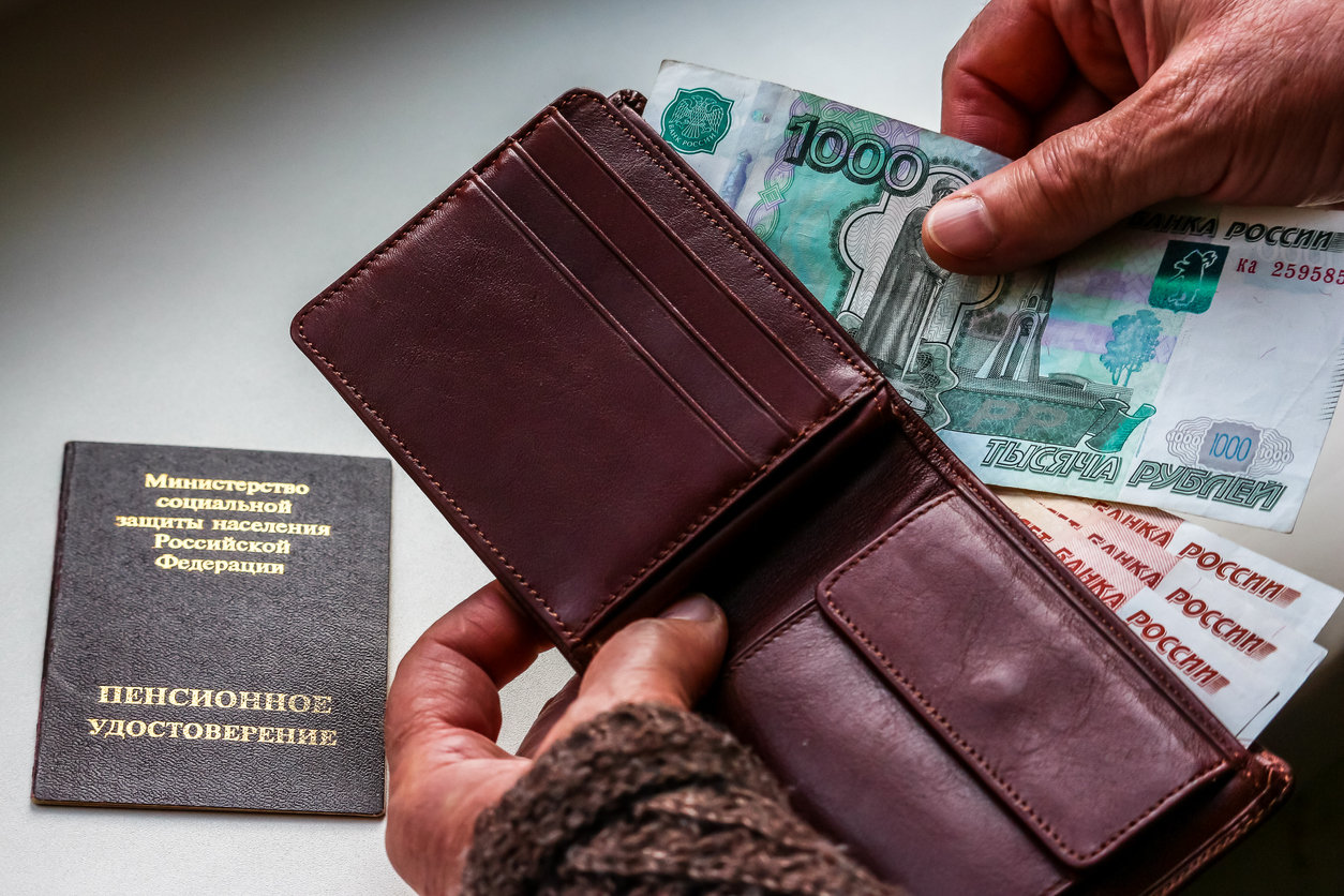 Социальная пенсия — кому выплачивается и в каком размере
