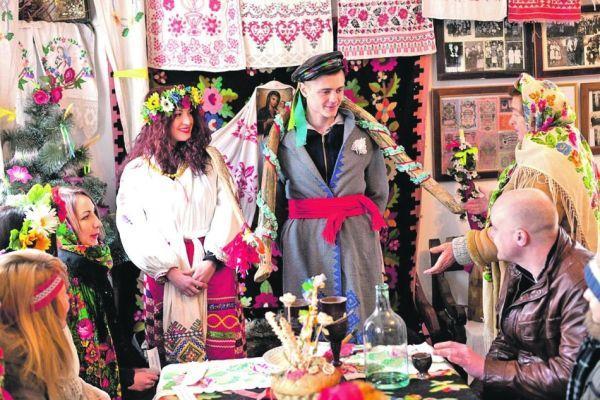 Традиции сватовства со стороны жениха. что дарить и какие слова говорить?