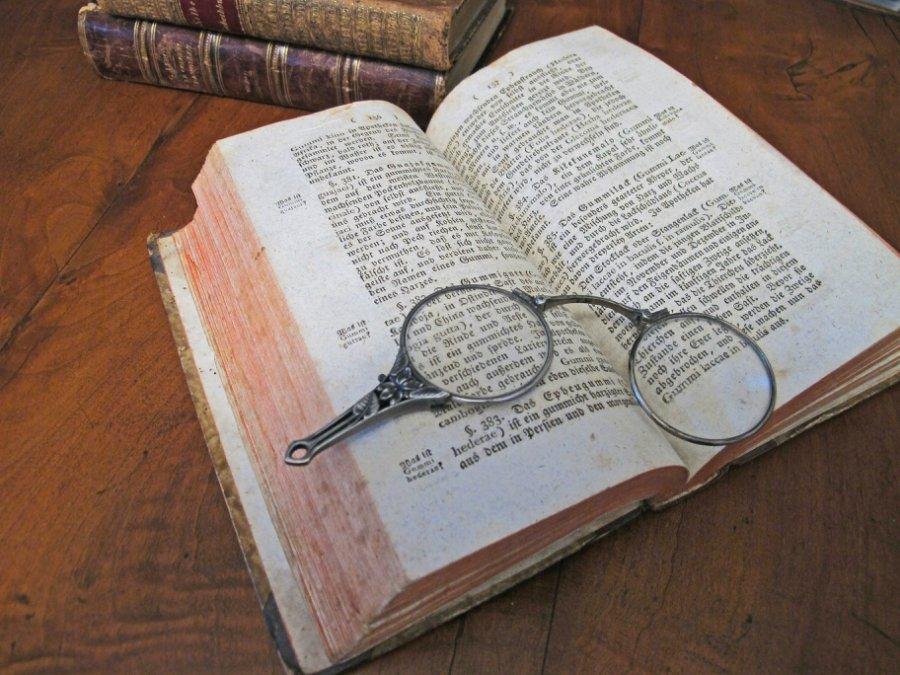 Лорнет - это что такое: назначение и описание лорнетки, применение оптического предмета