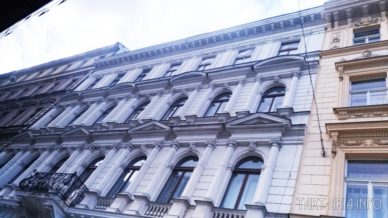Фриз в архитектуре – это отличная возможность разнообразить внешний вид здания