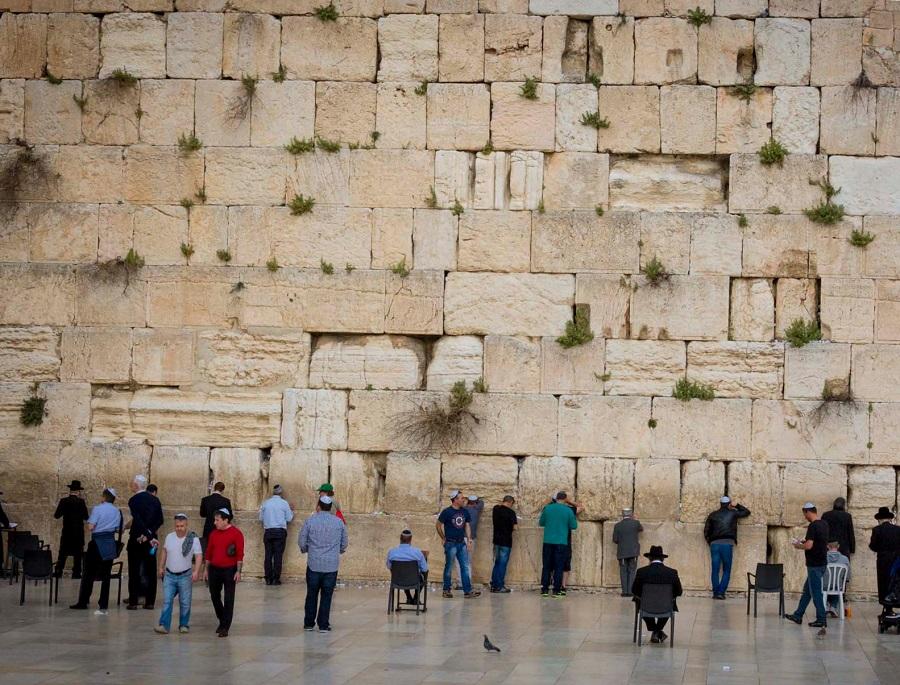 Стена плача - где находится, как появилась, и на что способна?