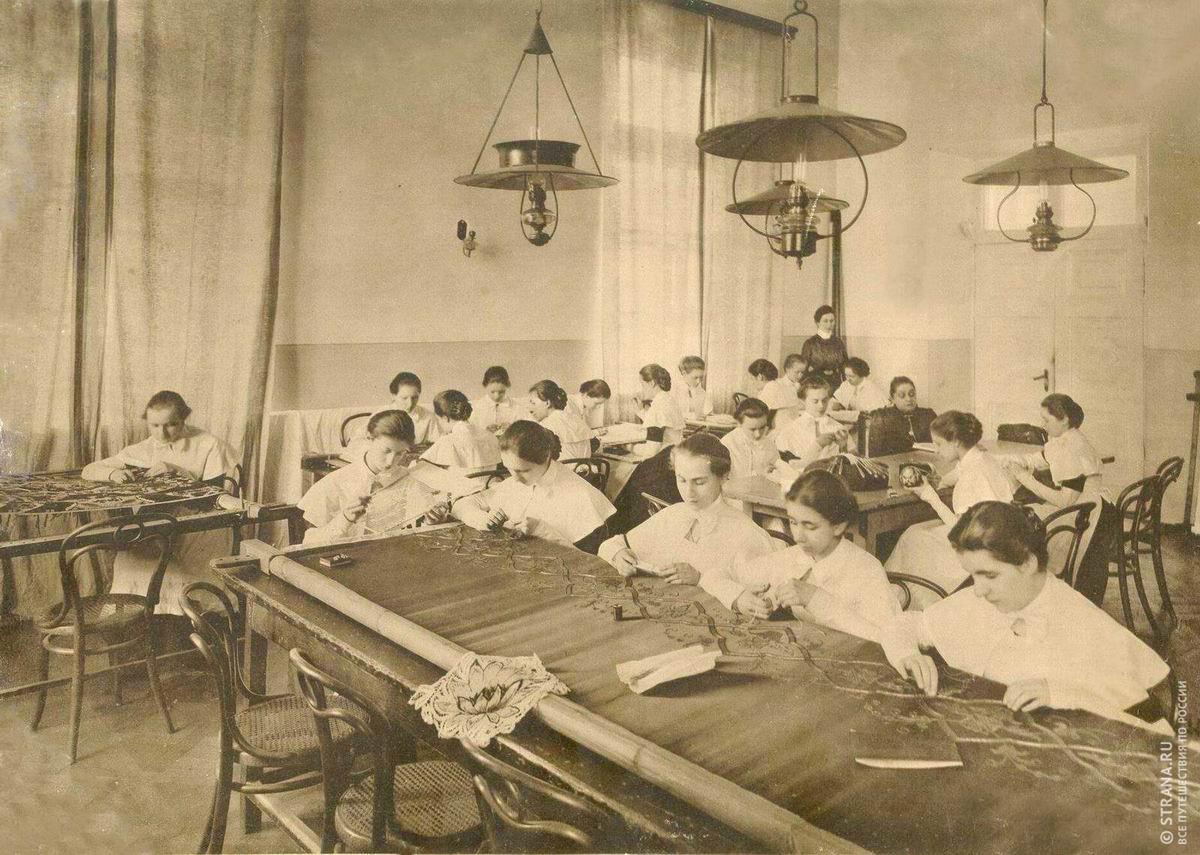 Когда женщины в россии начали получать образование?